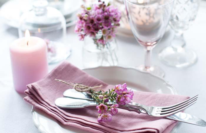 Ako usadiť hostí ku svadobnému stolu?